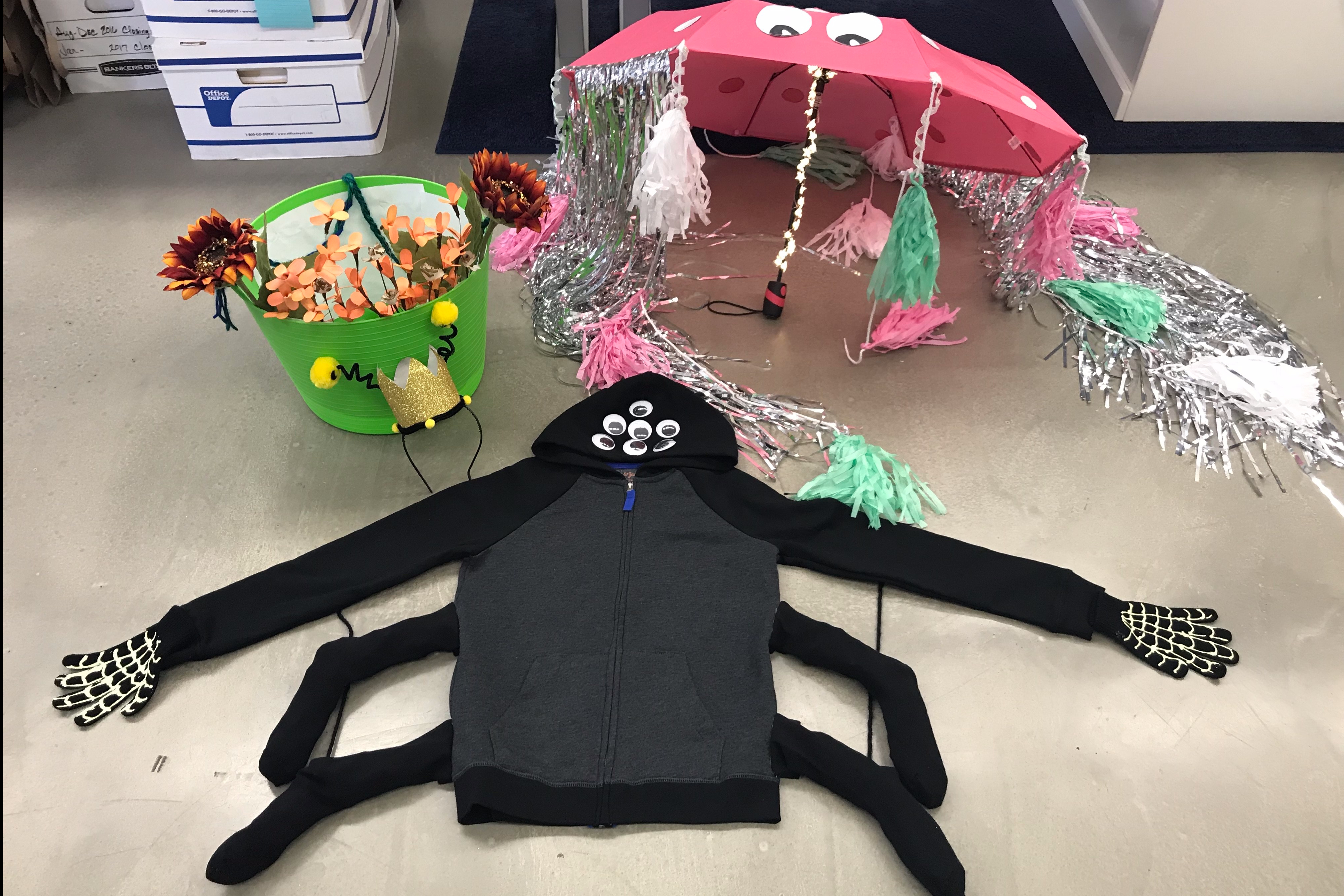 last minute diy halloween costumes seattle 365 things. Black Bedroom Furniture Sets. Home Design Ideas